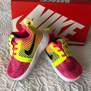 Nike baby sz 3 Roshe One Flight Weight sneakers
